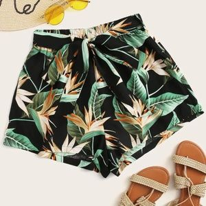 Boutique Tropical Print Belted Shorts